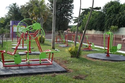 Prefeitura continua projeto de implantação de academias ao ar livre.